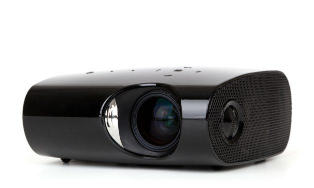 Se film med projektor derhjemme