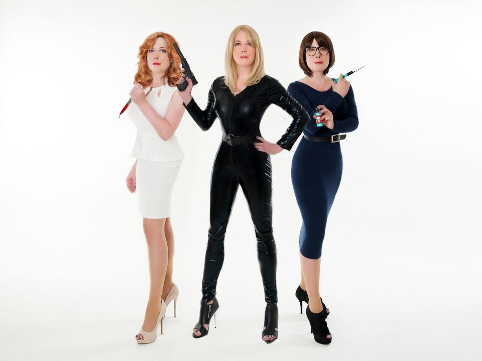 3 kvindelige udklædte